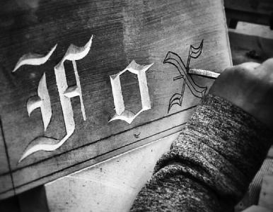 Moulton lettercutting