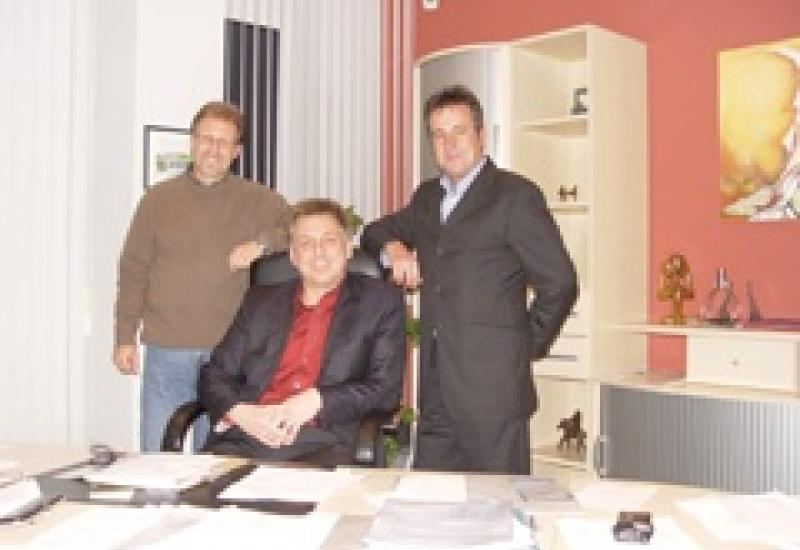 Left to right: Gunter Bar and Stefan Deschler with Harbro Managing Director Geoff Bowles