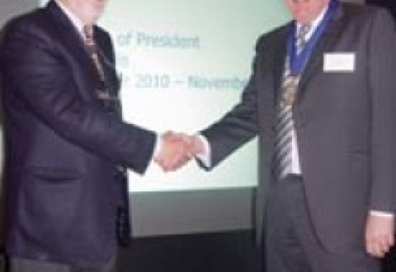 David Ellis (right) takes over as President of Stone Federation from Alex Stables.