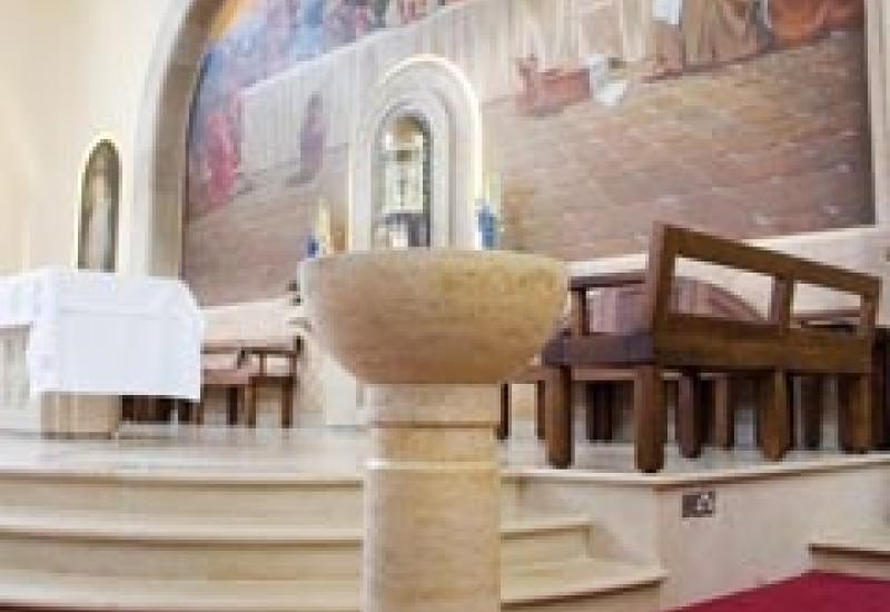 A study in Jura by stoneCIRCLE in the font, altar steps, floor and the arch behind.