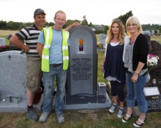 Darren Moran (left) and Barry Kavanagh of McKeon Stone with Aisling Giannikis and Patricia Shortall (right) with the headstone in Rathnew Cemetery.